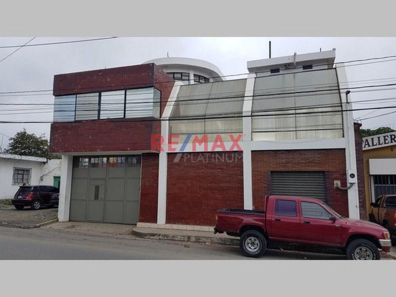 Edificio y Bodega en Centro de Cobán