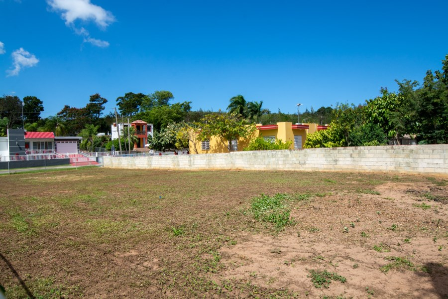 RE/MAX real estate, Puerto Rico, Arecibo, Private corner / huge lot ready to build your dream home!