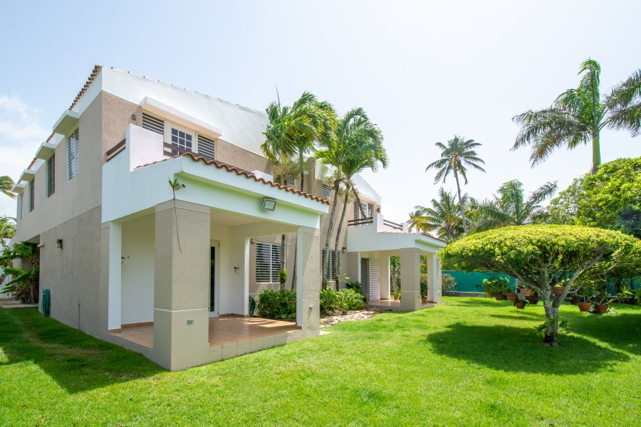 RE/MAX real estate, Puerto Rico, Vega Alta, Georgeous Residence in Cerro Gordo a few miles from the Beach!