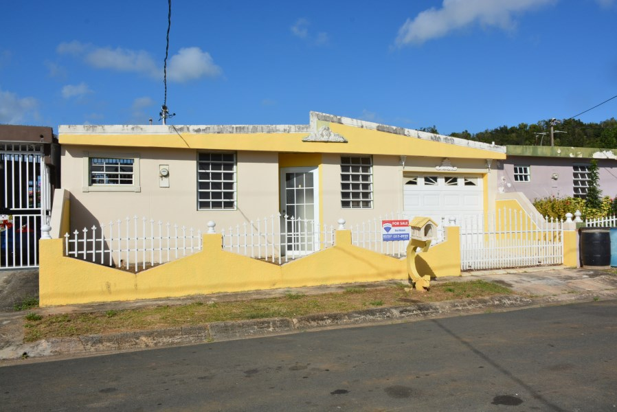 RE/MAX real estate, Puerto Rico, Villa Pinares, Urb. Villa Pinares, Vega Baja - Near Highway # 22