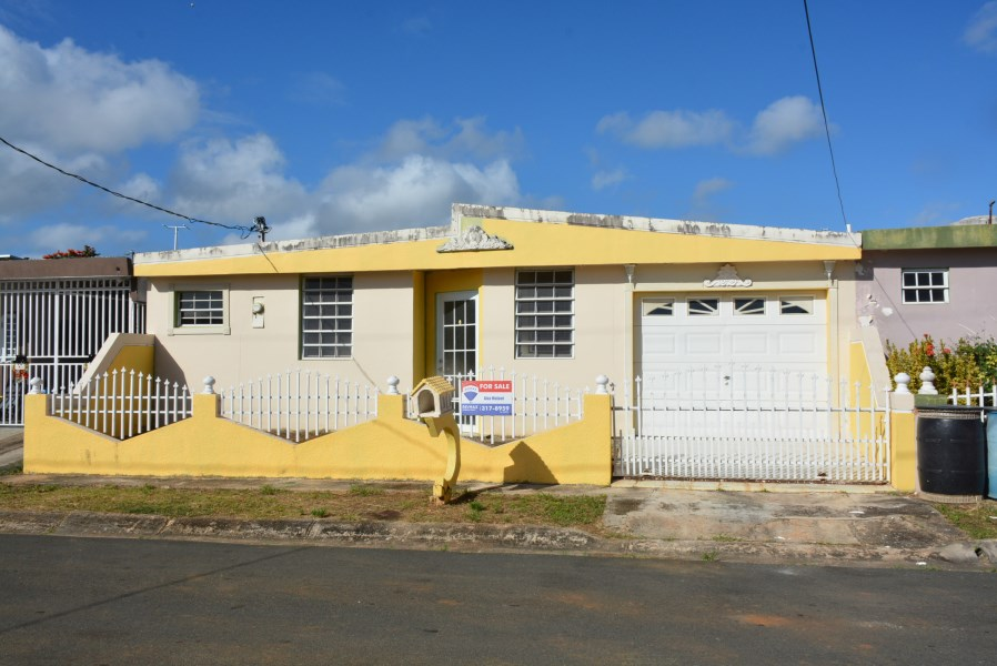RE/MAX real estate, Puerto Rico, Villa Pinares, Urb. Villa Pinares, Vega Baja - New on the market!