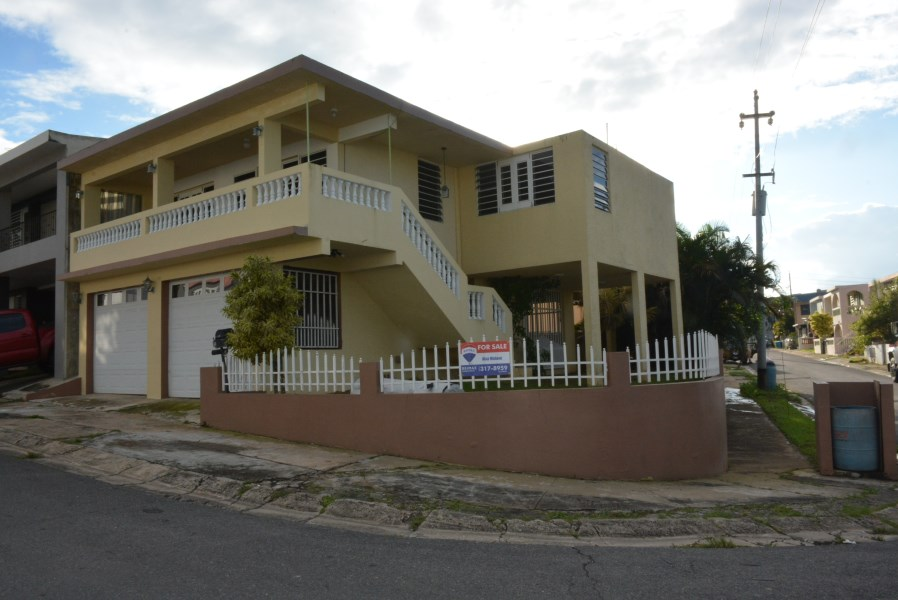RE/MAX real estate, Puerto Rico, URB Maria Del Carmen, Urb. Maria del Carmen, Corozal - Under Contract!