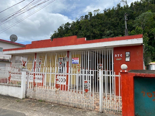 RE/MAX real estate, Puerto Rico, Vega Alta, Comunidad Monserrate, Calle Pavo Real - New on the market!