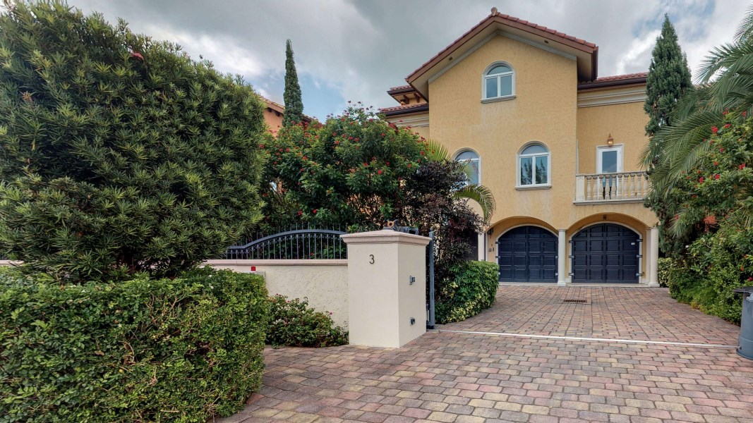 RE/MAX real estate, Cayman Islands, W Bay Bch North, LA DOLCE VITA - DRAKE QUAY
