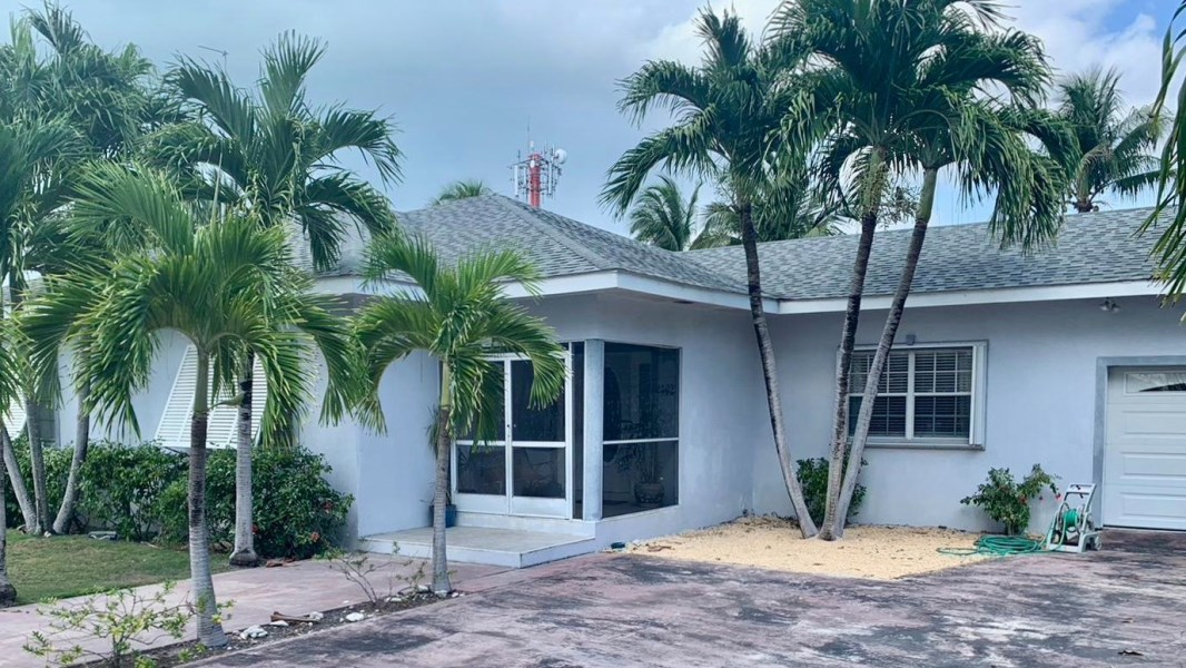 RE/MAX real estate, Cayman Islands, Spotts, Lovely Prospect Drive Home with Pool