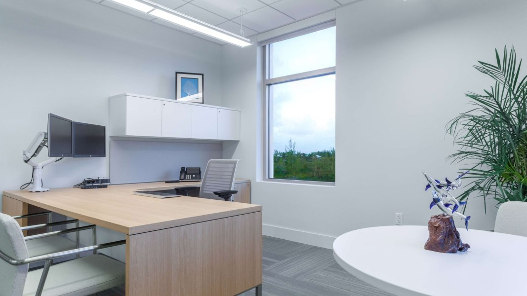 RE/MAX real estate, Cayman Islands, W Bay Bch South, Fully furnished designer office space, with shared facilitie