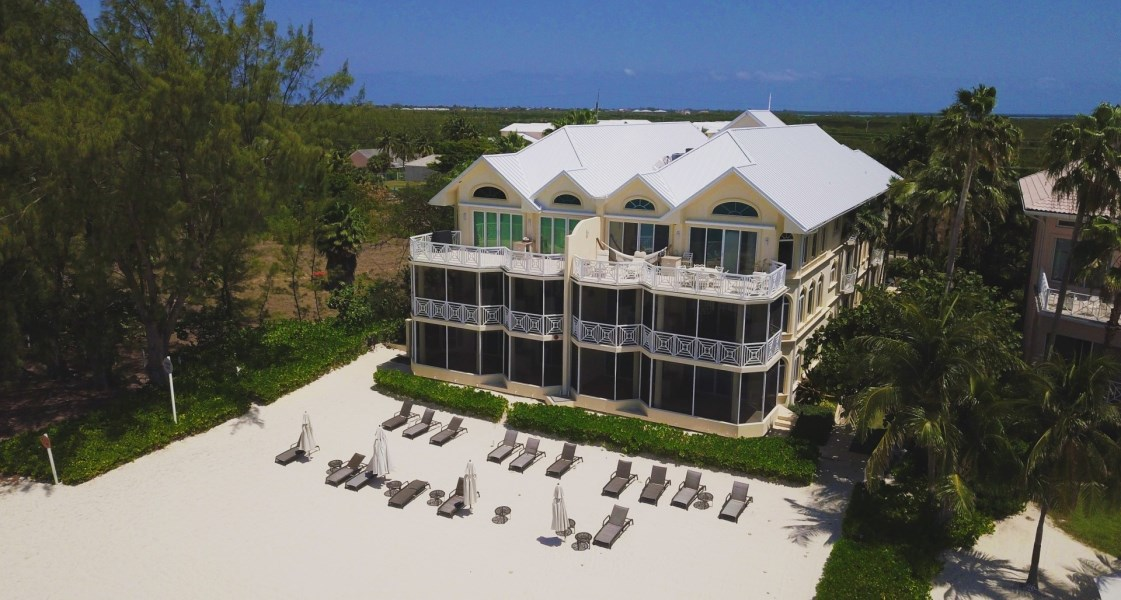 RE/MAX real estate, Cayman Islands, W Bay Bch North, Freehold - A stunning find, thi
