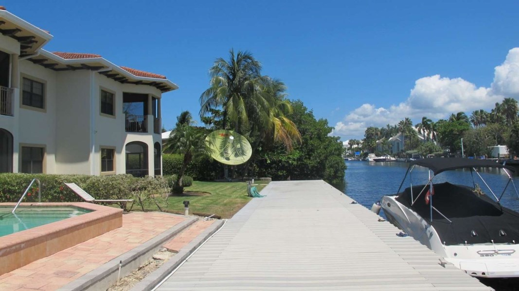 RE/MAX real estate, Cayman Islands, W Bay Bch South, Freehold - Unique opportunity t