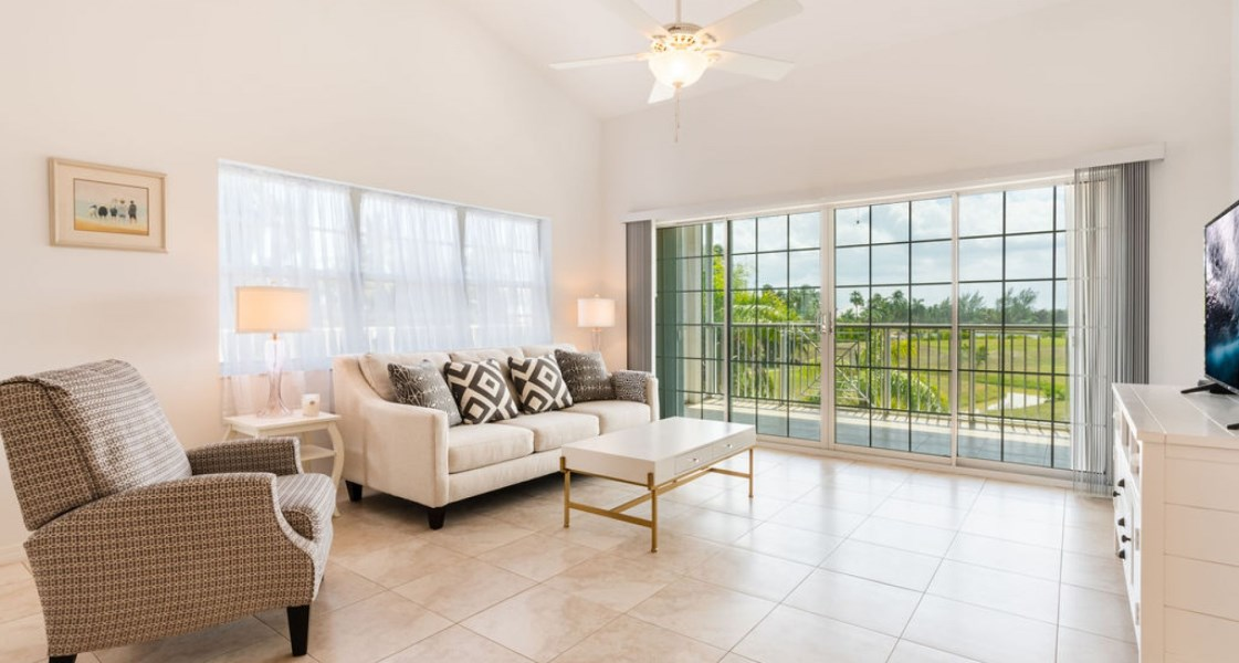 RE/MAX real estate, Cayman Islands, W Bay Bch South, Freehold - Contemporary top flo
