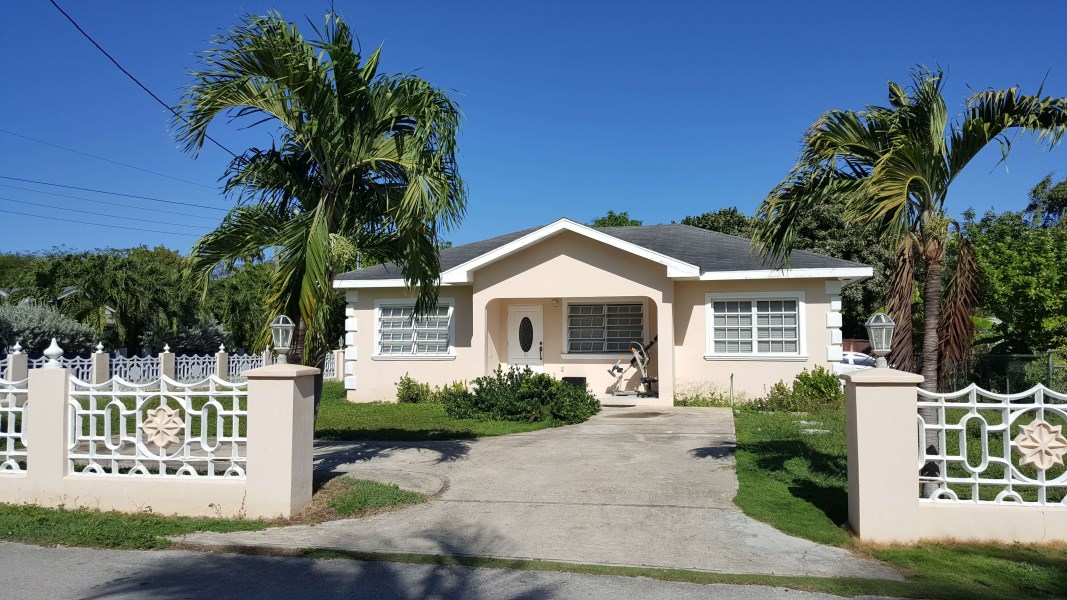 RE/MAX real estate, Cayman Islands, W Bay Bch West, West Bay Gardens Home