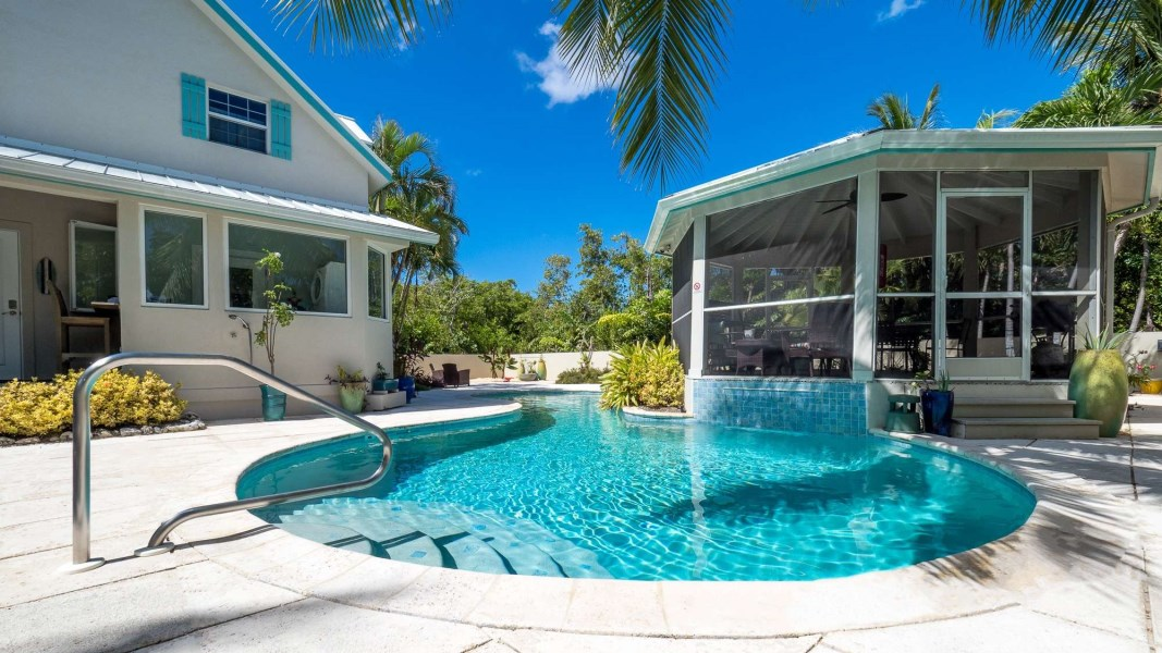 RE/MAX real estate, Cayman Islands, W Bay Bch South, Clear Water House on Boggy Sand Road