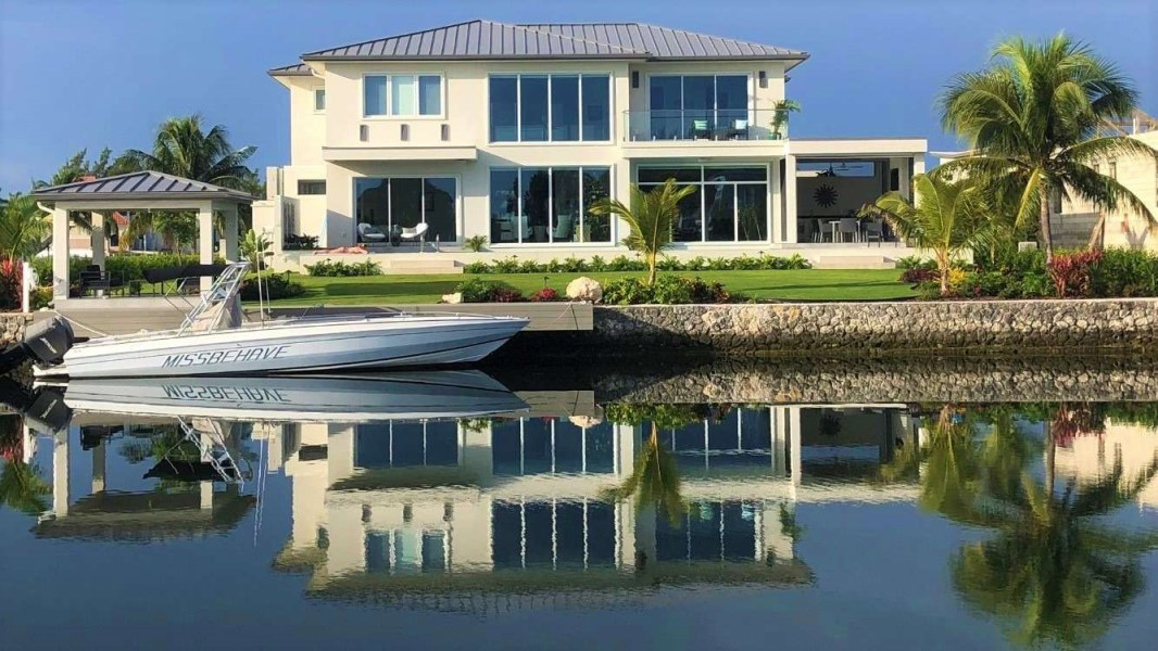 RE/MAX real estate, Cayman Islands, W Bay Bch North, Crystal Harbour Brand New Dreamhome