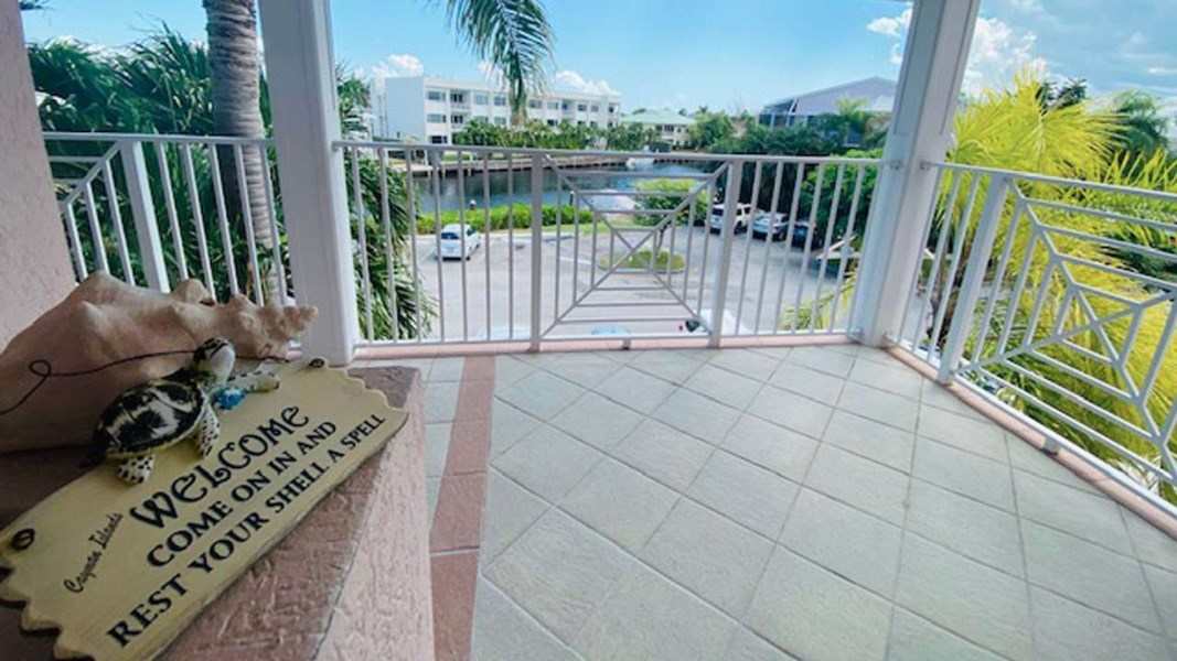 RE/MAX real estate, Cayman Islands, W Bay Bch South, Freehold - Seven Mile Beach Cor