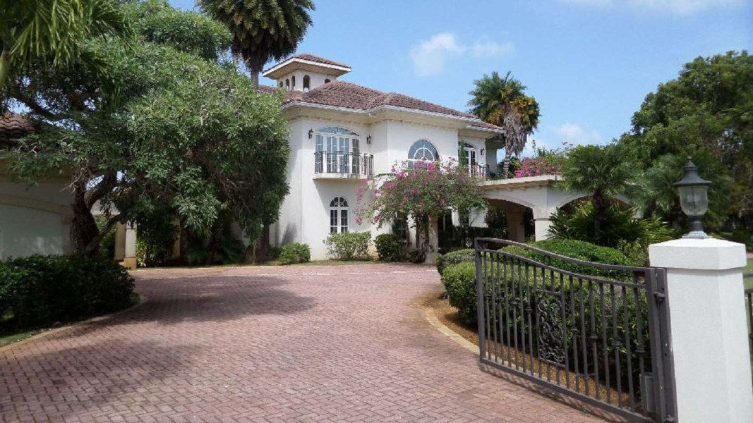 RE/MAX real estate, Cayman Islands, Lower Valley, Leasehold - Great Family Home ne