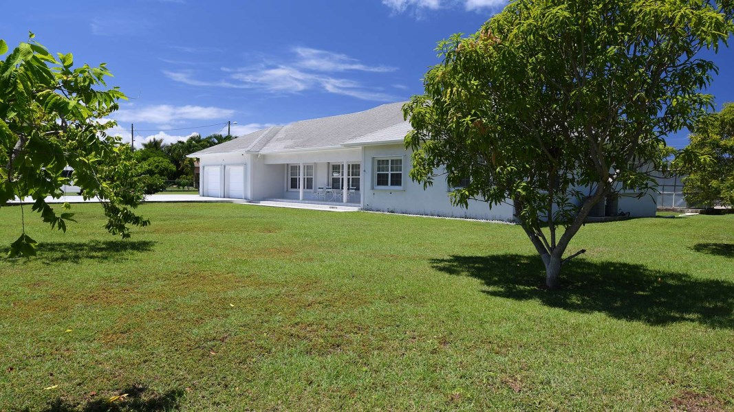 RE/MAX real estate, Cayman Islands, W Bay Bch West, Bolton Avenue Area Home