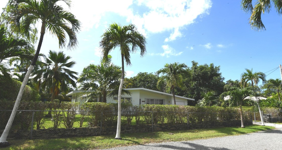 RE/MAX real estate, Cayman Islands, George Town South, Freehold - Modest 3 Bed / 2 Bat