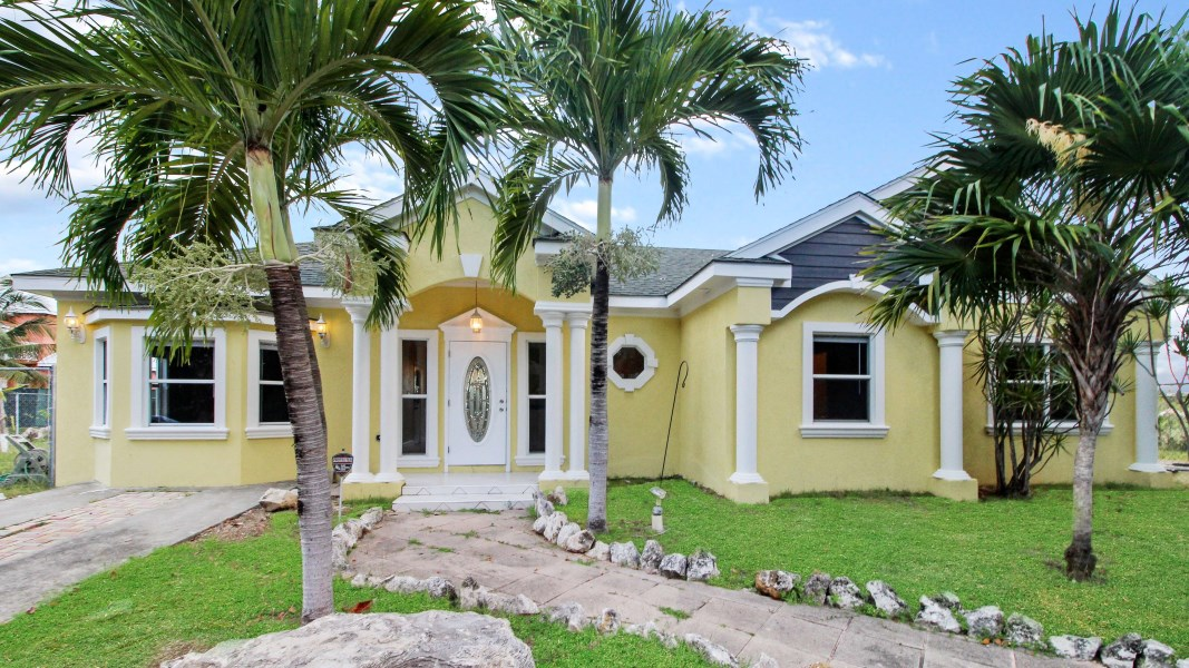 RE/MAX real estate, Cayman Islands, Bodden Town, Claire Ave Home - Bodden Town