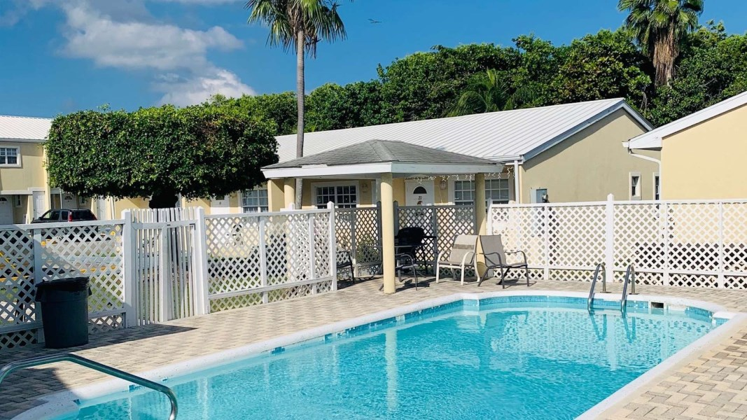 RE/MAX real estate, Cayman Islands, George Town Centr, Freehold - This Spacious open p