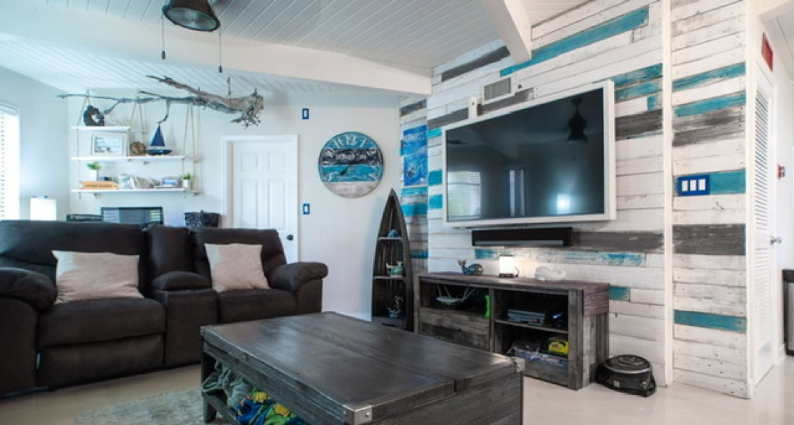 RE/MAX real estate, Cayman Islands, South Sound, Freehold - This STUNNING 2 bed,