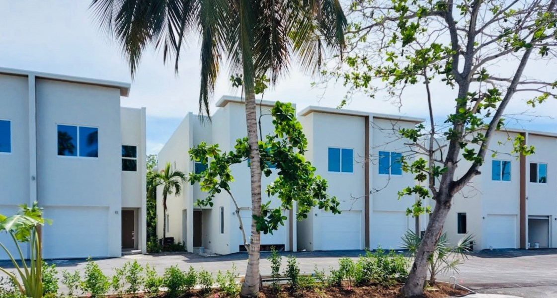 RE/MAX real estate, Cayman Islands, W Bay Bch South, Freehold - In the heart of Seve