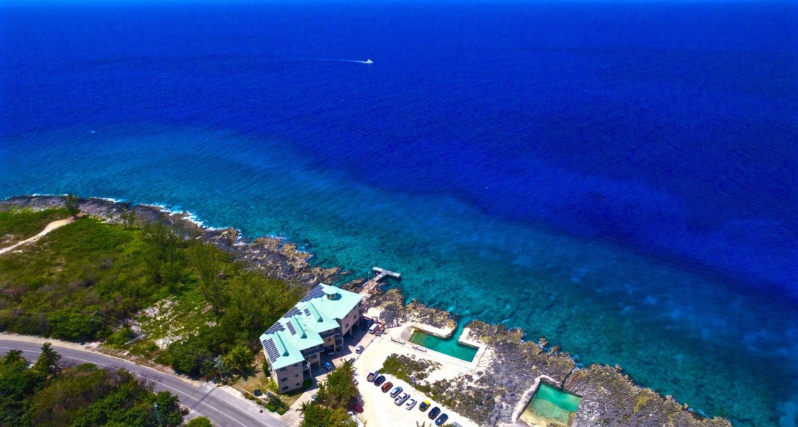 RE/MAX real estate, Cayman Islands, W Bay Bch West, Freehold - Absolutely stunning