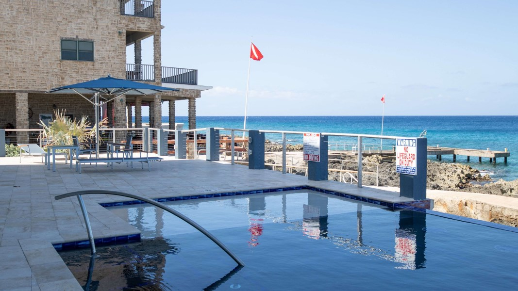 RE/MAX real estate, Cayman Islands, W Bay Bch West, Lighthouse Point Residences