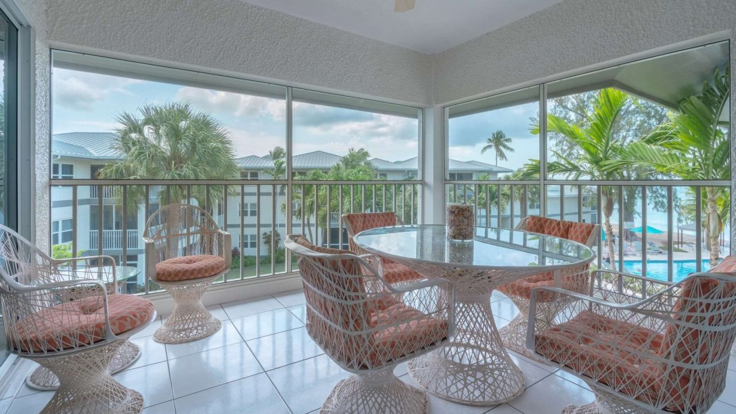RE/MAX real estate, Cayman Islands, W Bay Bch South, Freehold - Top floor residence