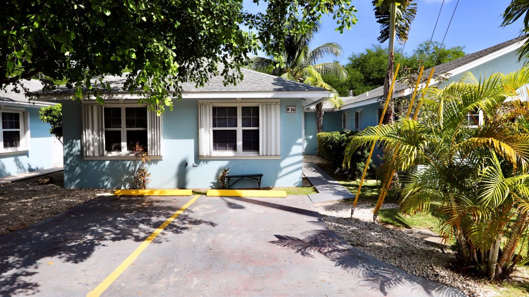 RE/MAX real estate, Cayman Islands, George Town, Silver Oaks Unit# R26