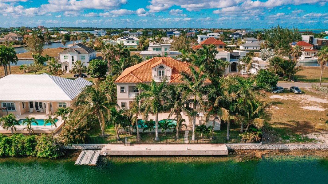 RE/MAX real estate, Cayman Islands, W Bay Bch North, Baccarat Quay Home Crystal Harbor
