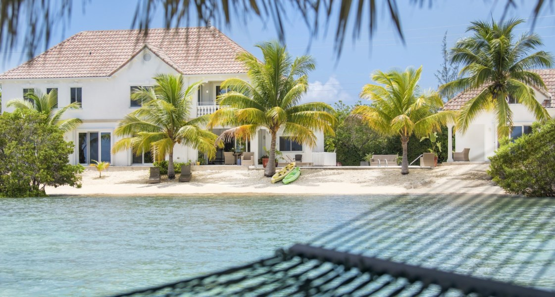 RE/MAX real estate, Cayman Islands, Midland East, Freehold - Absolutely serene be