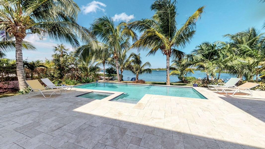 RE/MAX real estate, Cayman Islands, W Bay Bch North, Crystal Harbour Waterfront Home