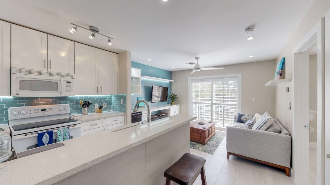 RE/MAX real estate, Cayman Islands, George Town Centr, Lakeside - STUNNING unit!