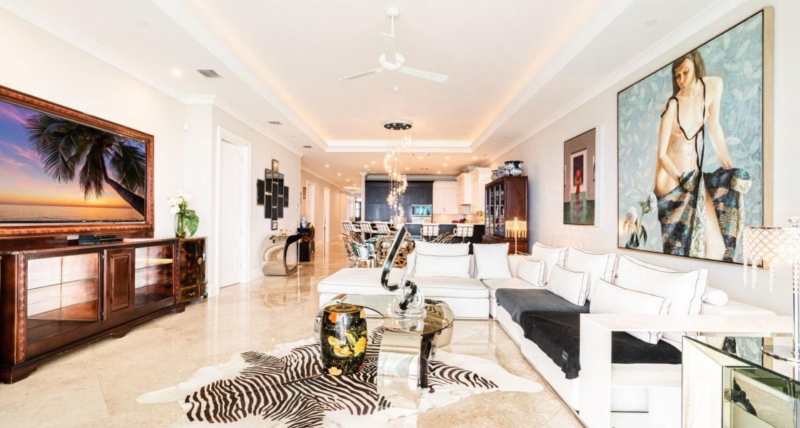 RE/MAX real estate, Cayman Islands, W Bay Bch South, Freehold - Step inside to luxur