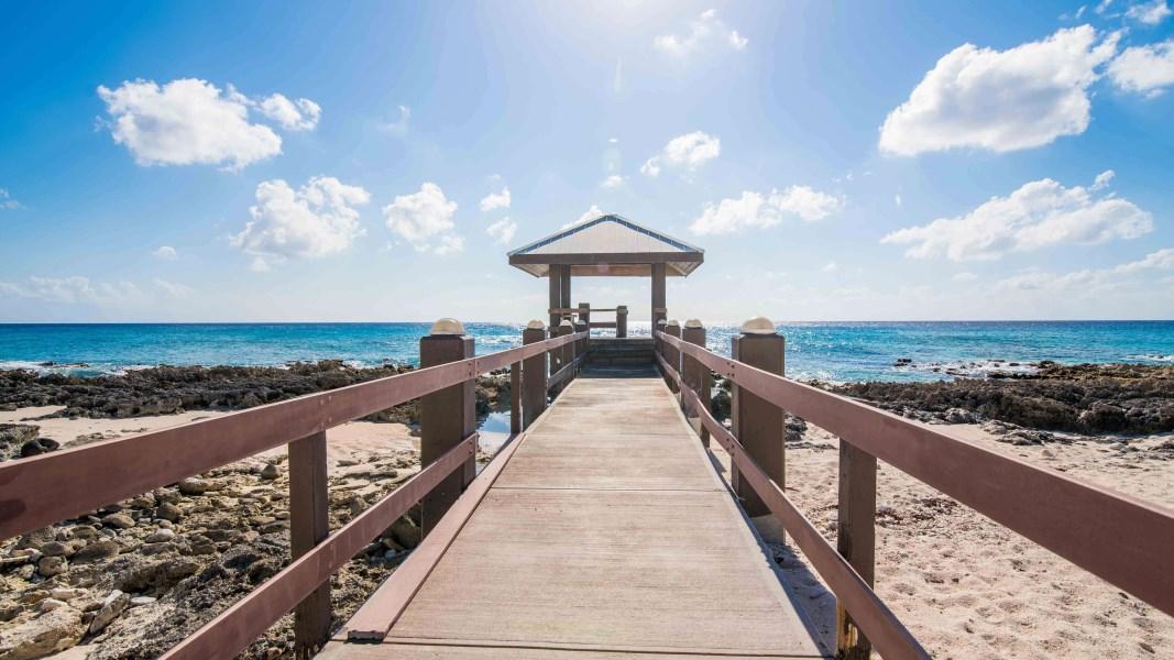 RE/MAX real estate, Cayman Islands, South Sound, Windsor Village 4 Bedroom Corner Unit