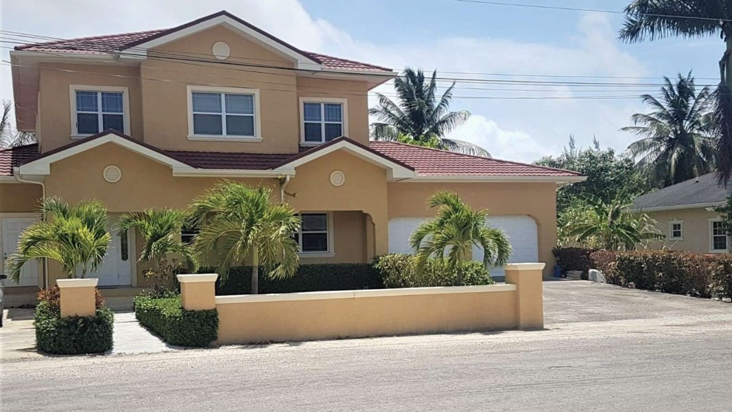 RE/MAX real estate, Cayman Islands, Savannah, BEAUTIFUL LANCELOT FAMILY HOME