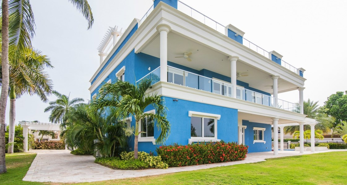 RE/MAX real estate, Cayman Islands, W Bay Bch South, Freehold -    Unique and stu