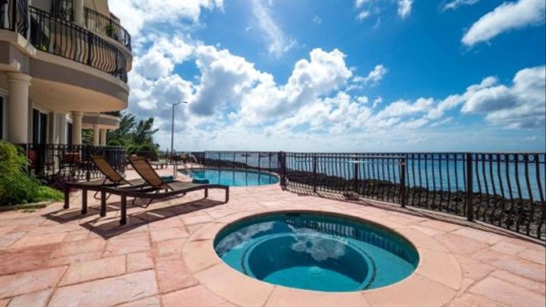 RE/MAX real estate, Cayman Islands, George Town South, Kisha 201 - This extremely popul