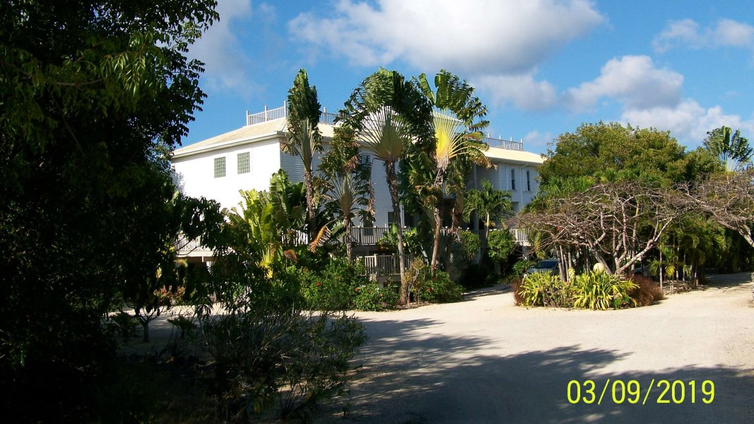 RE/MAX real estate, Cayman Islands, Cayman Brac Centr, Bluff Twin Estate with Pool