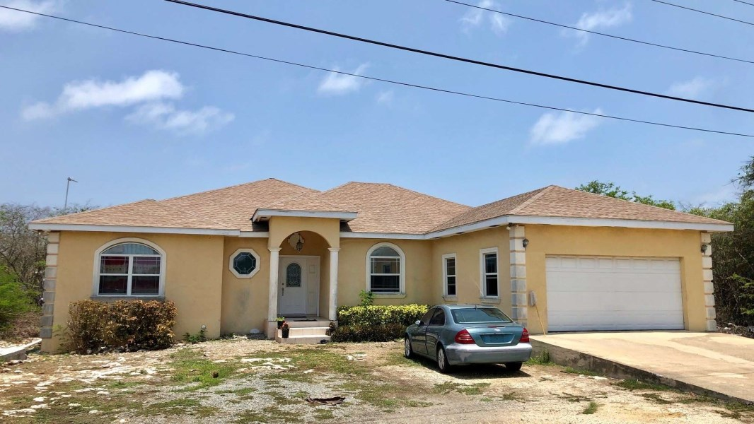 RE/MAX real estate, Cayman Islands, Bodden Town, Large Family Home in Lookout Gardens
