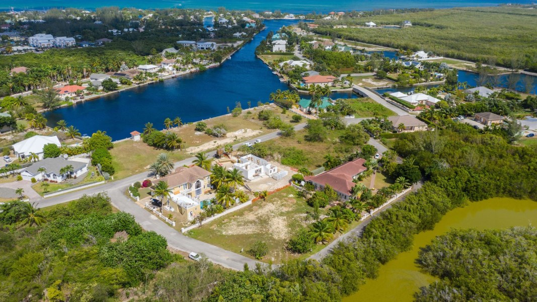 RE/MAX real estate, Cayman Islands, Spotts, Freehold - Build your next fami