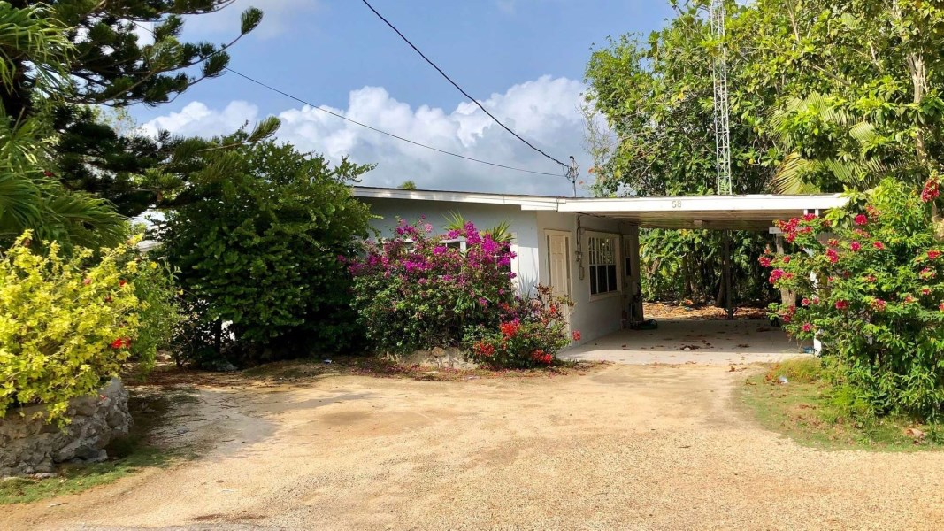 RE/MAX real estate, Cayman Islands, George Town Centr, Leasehold - Location and price!