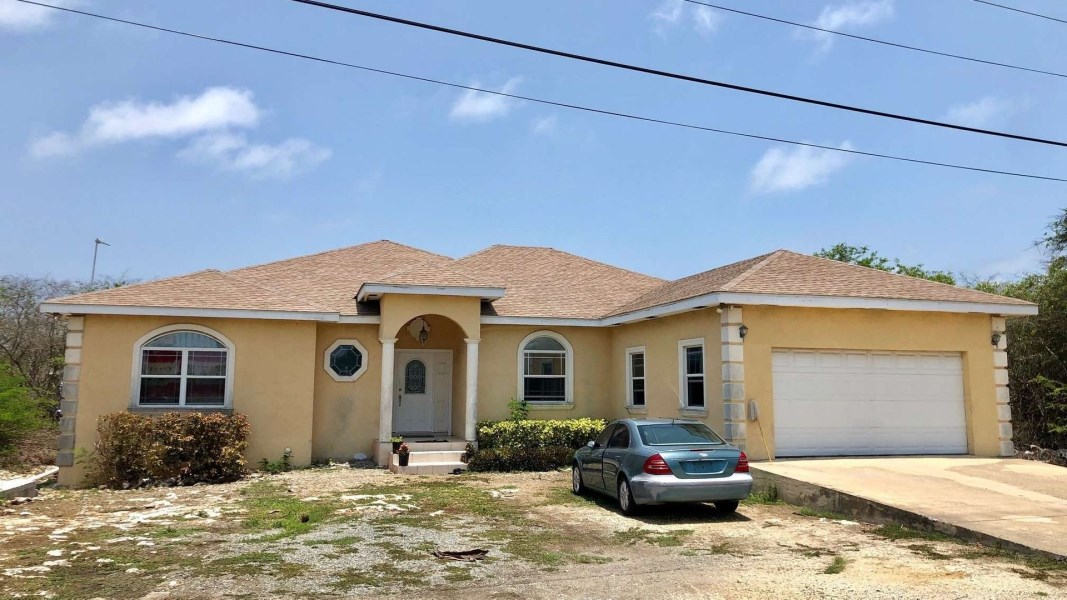 RE/MAX real estate, Cayman Islands, Bodden Town, Leasehold - Priced under recent