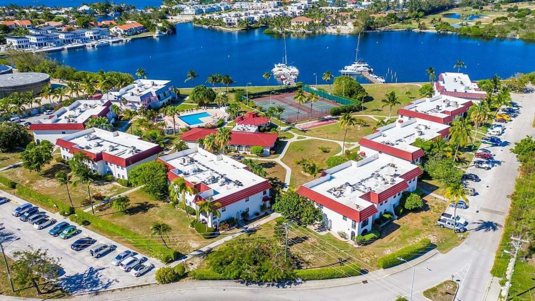 RE/MAX real estate, Cayman Islands, W Bay Bch North, Leasehold - Beautiful, perfect c