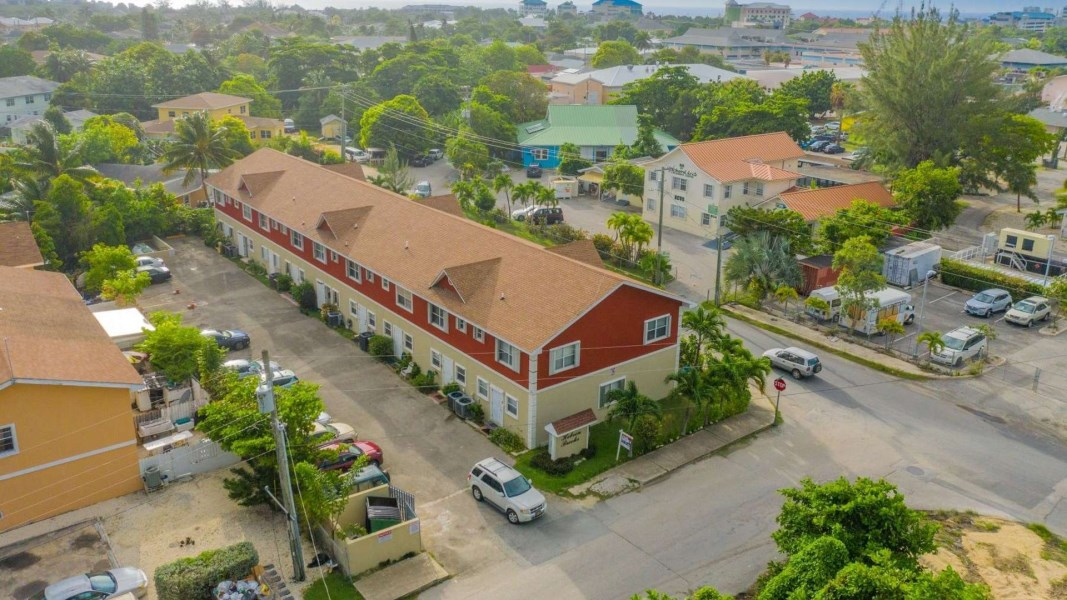 RE/MAX real estate, Cayman Islands, George Town South, Freehold - Location, location,