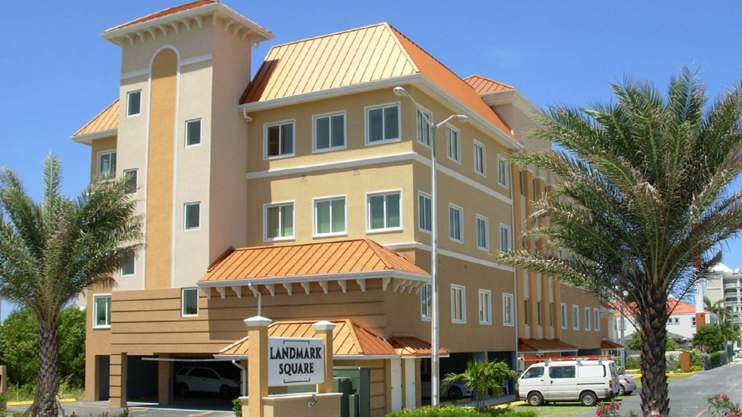 RE/MAX real estate, Cayman Islands, W Bay Bch South, Freehold - HUGE 7% NET RETURN o