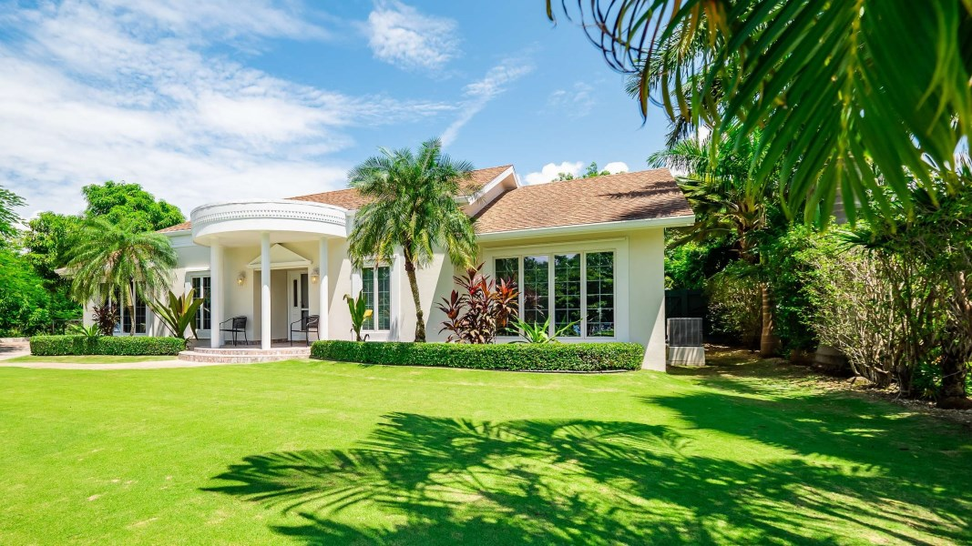 RE/MAX real estate, Cayman Islands, George Town South, Pebbles Way Family Home plus full apartment