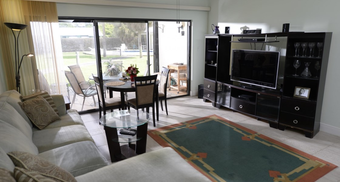 RE/MAX real estate, Cayman Islands, George Town South, Freehold - Lovely Spacious quie