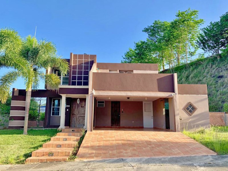 RE/MAX real estate, Puerto Rico, Bayamon, Ready to move in! A Spacious Home in the Metropolis