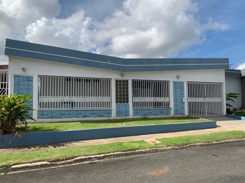 RE/MAX real estate, Puerto Rico, Bayamon, Espaciosa y Cómoda Casa Terrera