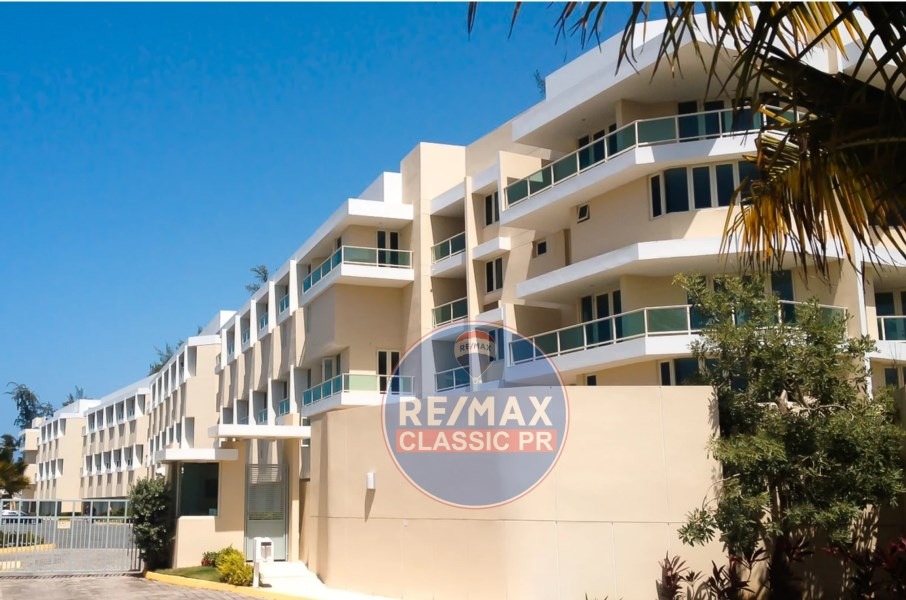 RE/MAX real estate, Puerto Rico, Rio Grande, For rent exclusive two-level apartment in front of the beach.